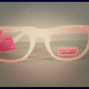 EUC Betsey Johnson pale baby pink reading glasses